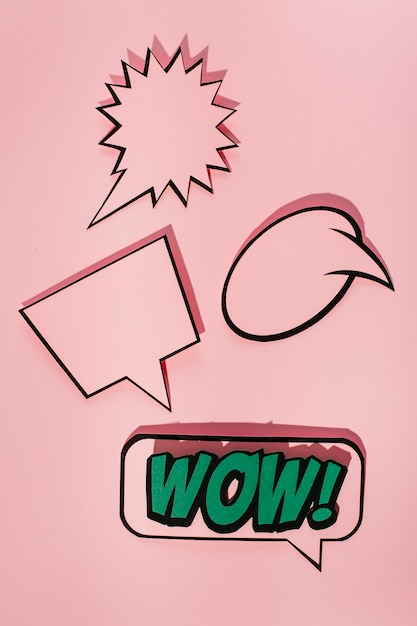 Empty speech bubble with wow sound expression bubble on pink background Free Photo