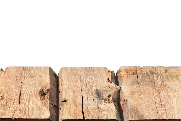 거친 나무 테이블의 빈 표면-디스플레이 쇼핑몰 검은 배경의 저장소 및 제품을 몽타주. 초점 스택을 사용하여 전체 심도를 생성했습니다. 프리미엄 사진