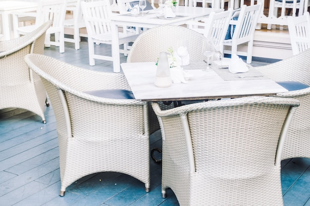 Empty table and chair Free Photo