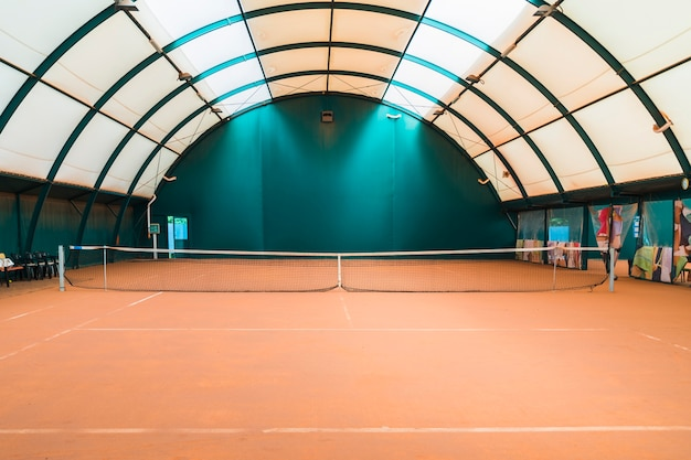 An empty table tennis court with net Free Photo