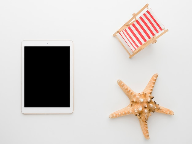 Empty tablet and marine starfish on white background Free Photo