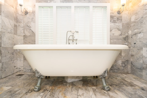 Empty white bathtub decoration interior Free Photo