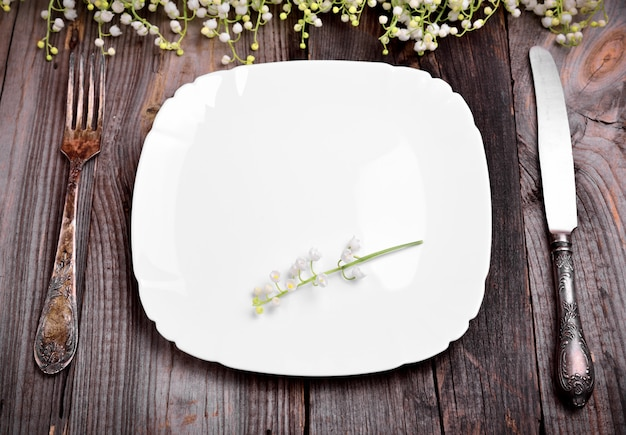 Empty white plate with iron cutlery Premium Photo