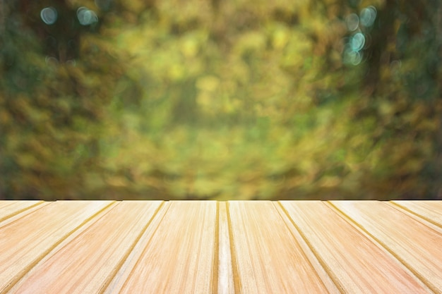 Empty wooden table with blurred city park on background. concept party, products, spring Premium Photo