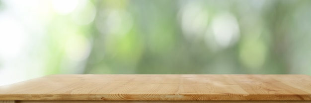 Empty wooden table with blurred nature background Premium Photo
