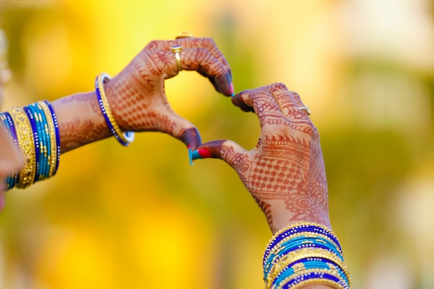 Engagement ring in hand Premium Photo