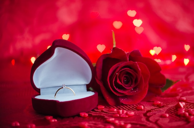Engagement ring and red rose Premium Photo
