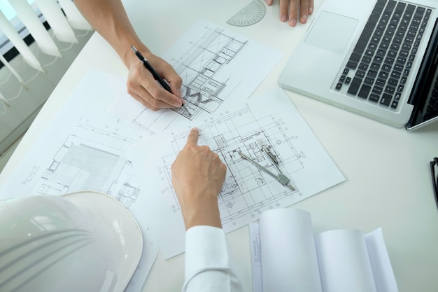 Engineer meeting for architectural project. Premium Photo
