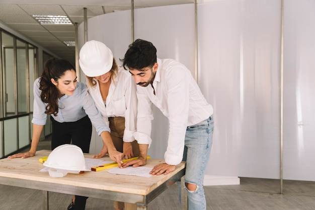 Engineers above table Free Photo