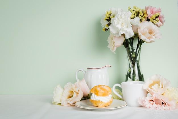 English tea next to pastry Free Photo