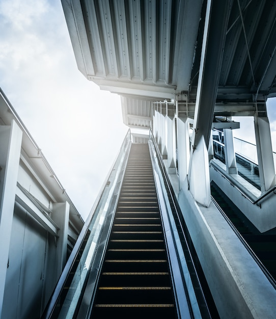 Entrance of escalator at subway station with sunlight. future concepts. Premium Photo