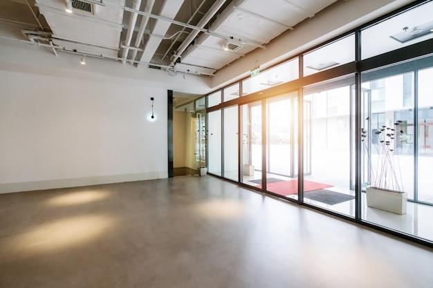 Прихожая и пустая плитка для пола, внутреннее пространство Premium Фотографии