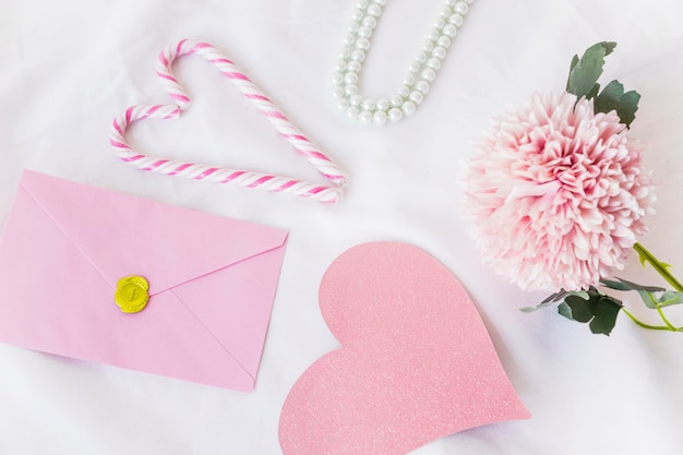 Envelope with big pink paper heart on table Free Photo