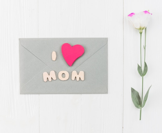 Envelope with flower for mother`s day Free Photo