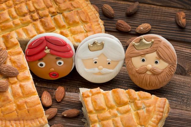 Крещение десертное печенье и пирог с миндалем Бесплатные Фотографии