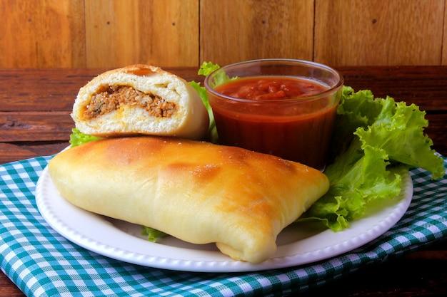 アラブ産の肉esfiha(sfiha、sfeeha) Premium写真