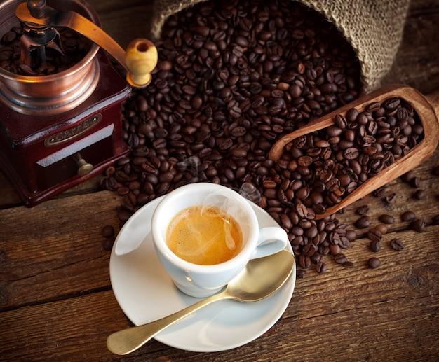 Espresso coffee with old coffee grinder Premium Photo