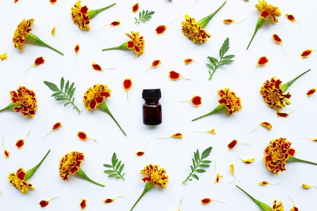 Essential oil of marigold flower Premium Photo