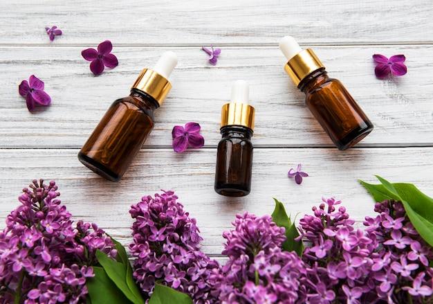 ライラックの花とエッセンシャルオイル Premium写真