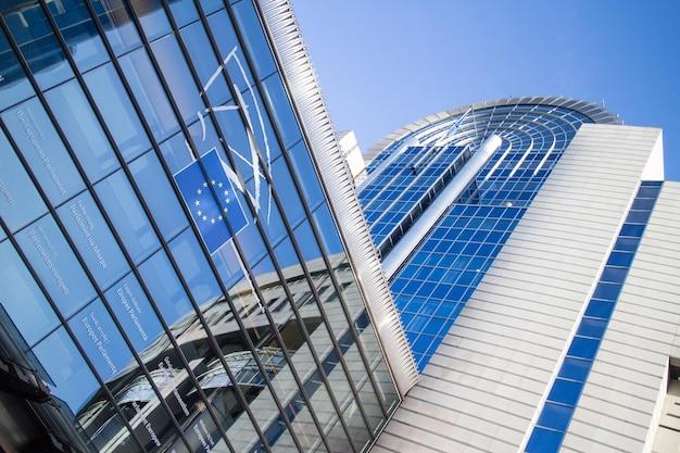 Европейский парламент в брюсселе. главный офис в бельгии Premium Фотографии