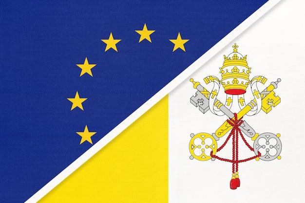 Европейский союз или ес против национального флага государства ватикан из текстиля. Premium Фотографии