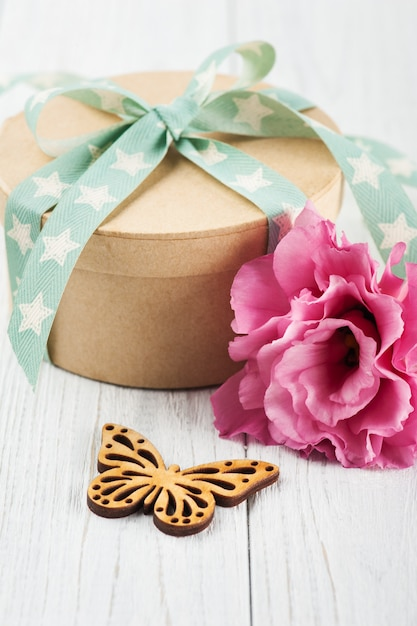 Eustoma flower and gift box with star green ribbon Premium Photo