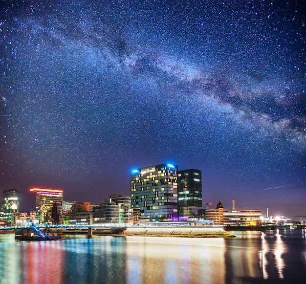 Evening lights in modern city Premium Photo