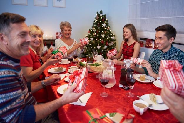 У каждого есть свой воображаемый рождественский подарок Бесплатные Фотографии