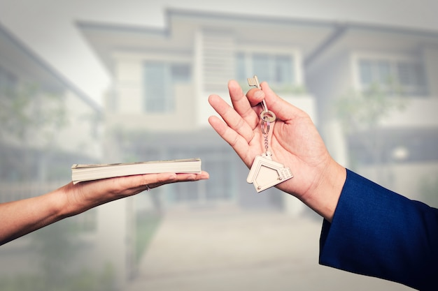 Exchange of money for the keys to the house Premium Photo