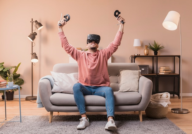 Excited male with virtual headset Free Photo
