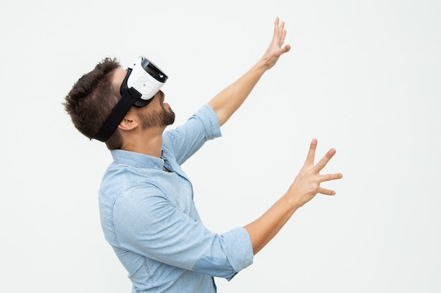 Excited man using vr headset Free Photo