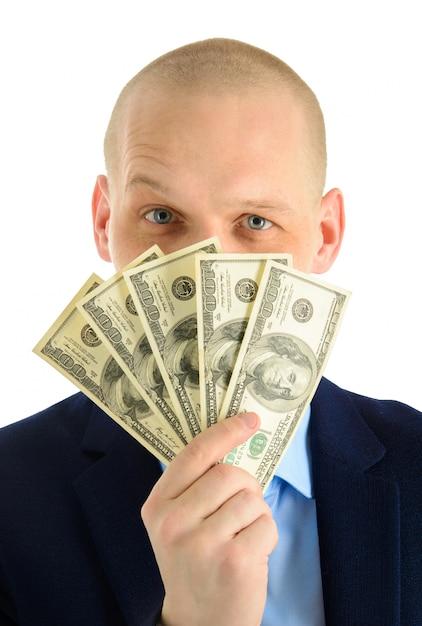 ドル紙幣のバケツから外を見て興奮している若い男 Premium写真
