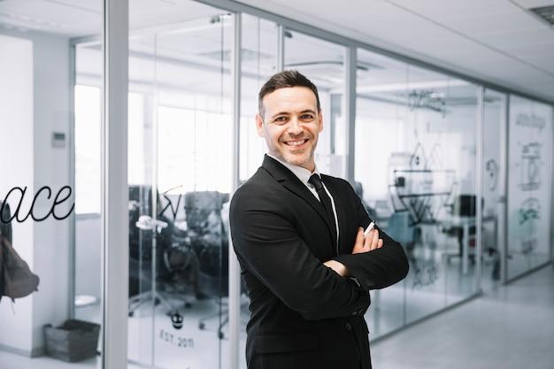 Executive with arms crossed Premium Photo