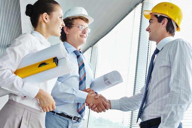 Executives with an architect Free Photo
