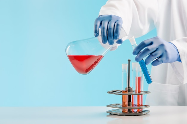 Experiments in a chemistry lab. conducting an experiment in the laboratory. Free Photo
