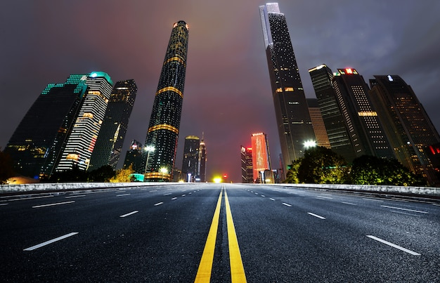 The expressway and the modern city skyline Premium Photo