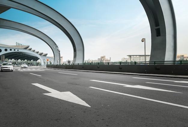 Expressways and terminal buildings Premium Photo