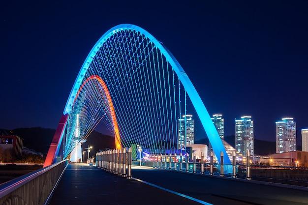 Expro bridge di notte a daejeon, corea Foto Gratuite