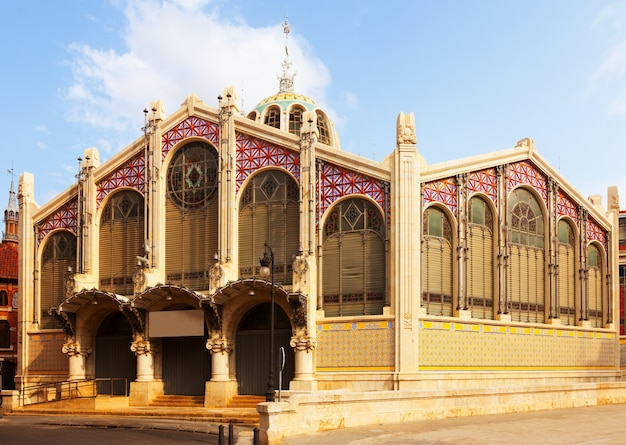 Exterior of central market in valencia Free Photo