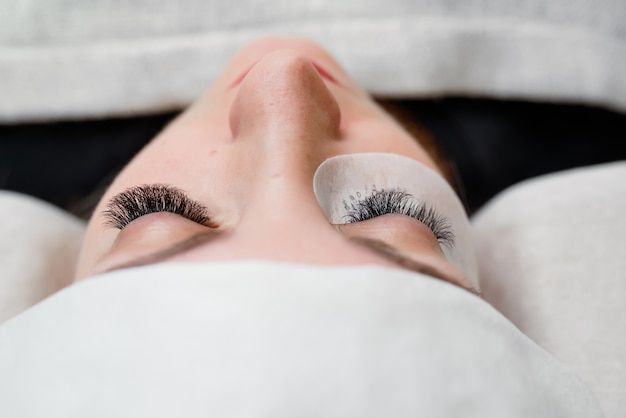Eyelash extensions in the beauty salon. training and marking. Premium Photo