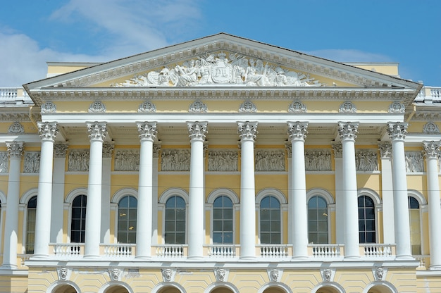 Facade with columns of the building of the russian state museum Premium Photo