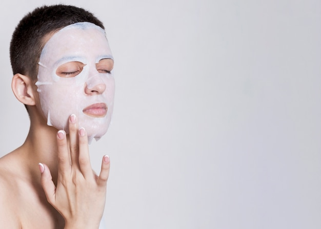 Face mask applied with copy-space Free Photo