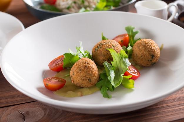 Falafel, chickpea balls with vegetables Premium Photo