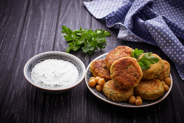 Falafel with tzatziki sauce Premium Photo