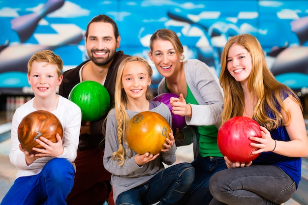 Family at bowling center Premium Photo