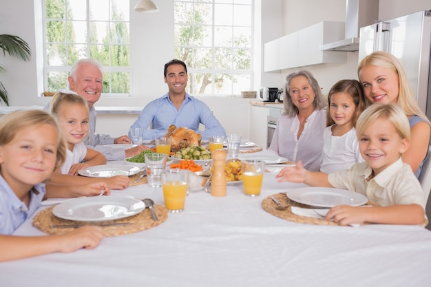 Family celebrating thanksgiving Premium Photo