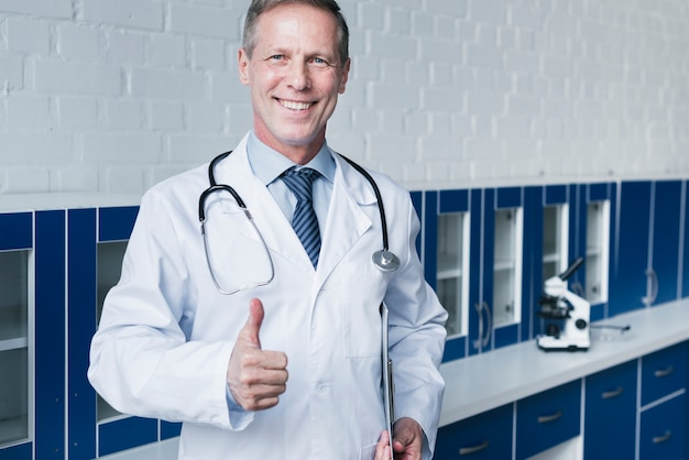 Family doctor in a doctor's office Free Photo