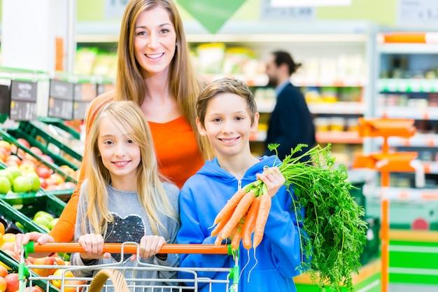Family grocery shopping in hypermarket Premium Photo