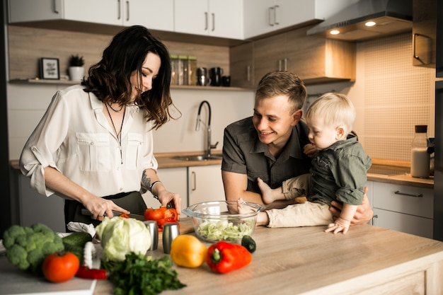 Free Photo | Family in the kitchen