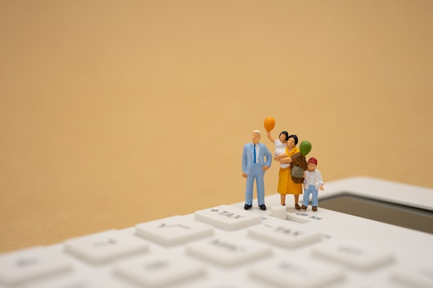 Family miniature people pay queue annual income (tax) for the year Premium Photo